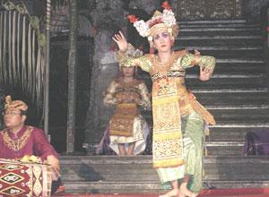 バリ島舞踊 チャンドラ・ウィラブアナ1