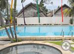 Free Pool & Jacuzzi