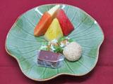 三種の市場のお菓子 フルーツ(スイカ、パパイヤ、パイナップル)