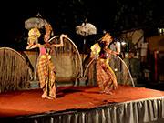伝統舞踊のステージ