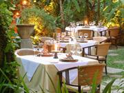 トロピカルガーデンに囲まれてお食事