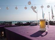 ビーチで飲むビールは格別