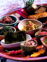 小皿に盛りつけられたバリ料理