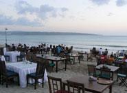 ビーチのテーブル