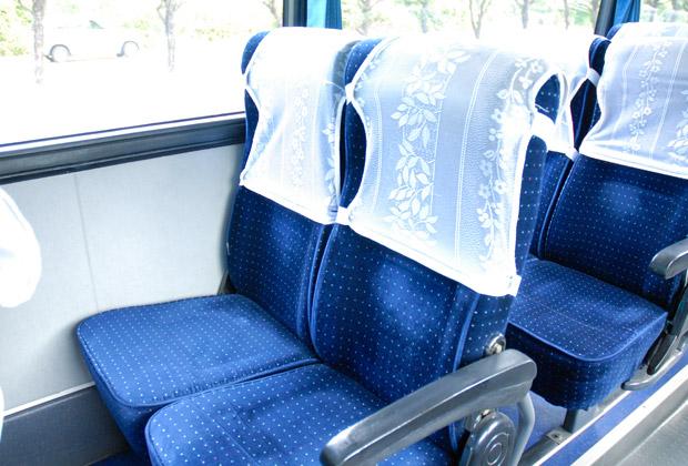 中型バスの2人がけのシート