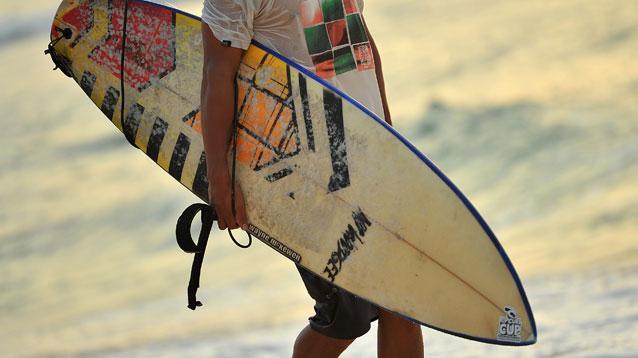 カップル・夫婦で想い出に残る旅行を!バリ島ハンターのサーフィン