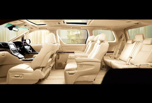 車内はゆったりVIPな空間