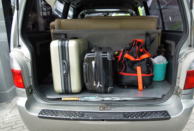 Can put 3-4 Luggage when folding Back Seat