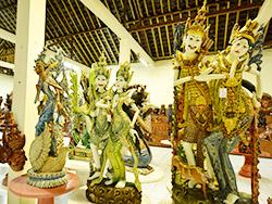 様々な種類の木彫り
