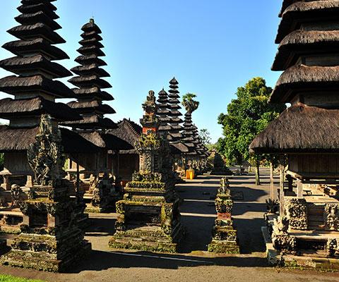 バリ島で最も優美な寺院と言われています