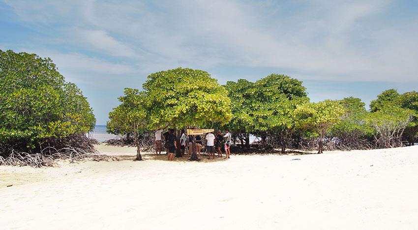 素朴な景色が広がるレンボンガン島