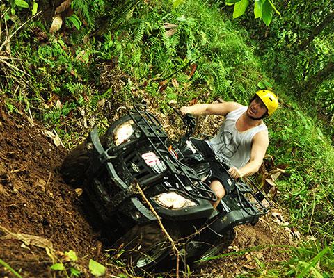 バリ島のジャングルも駆け抜けます