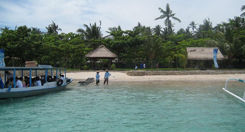 ペニダ島に上陸するツアーもあります