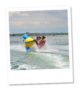 みんなで一緒にバナナボート体験!