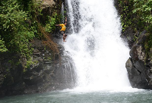 滝ジャンプ
