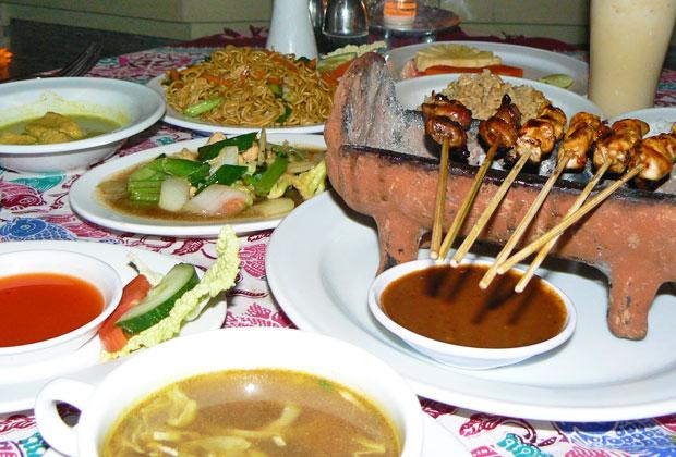 レゴンダンスとインドネシア料理