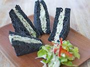 竹炭サンドイッチ
