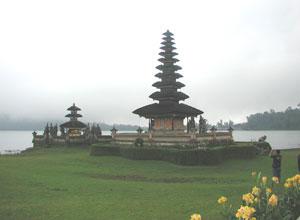 ウルンダヌブラタン寺院2