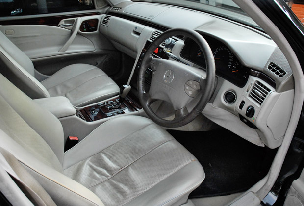 ベンツE260運転席・助手席