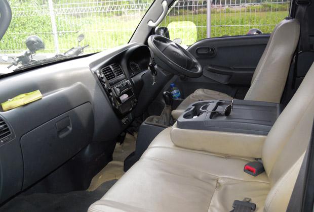 プレギオの運転席と助手席