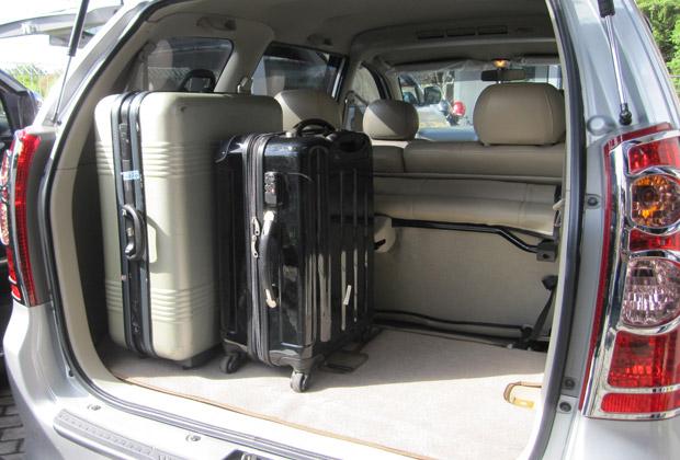 3列目の座席を倒すと、トランクを2~3個積めます