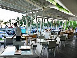 ビーチ側のカフェ