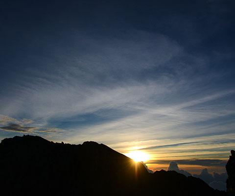 アグン山 日の出トレッキング
