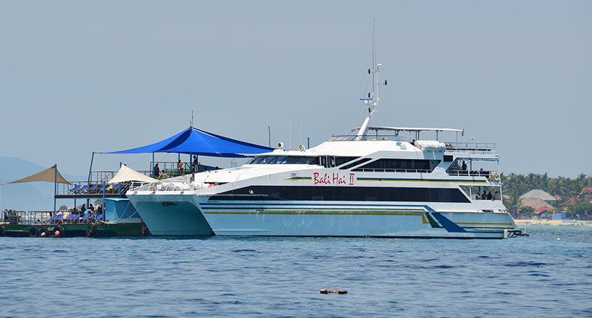 大型のバリハイⅡでレンボンガン島へ