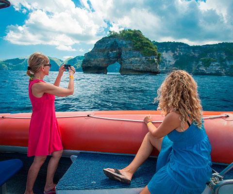 バリ島近くの3つの島周辺を巡るクルージング