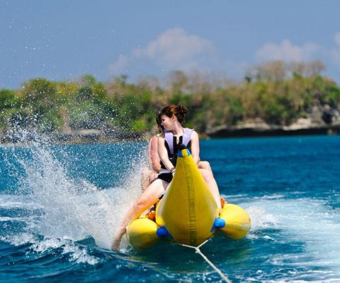ポントゥーンで楽しむバナナボートは乗り放題