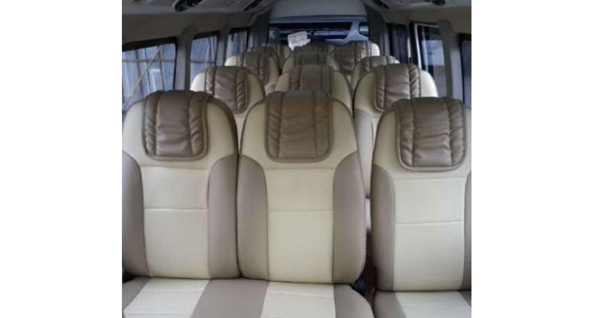 グループや社員旅行で自由なバリ島観光を楽しむ最大15名様まで乗車可能なミニバス