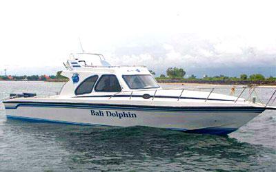 バリ島 厳選マリンスポーツ 20人乗りボート 画像