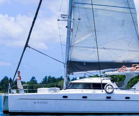 バリ島周辺の海を貸切ボートでクルージング
