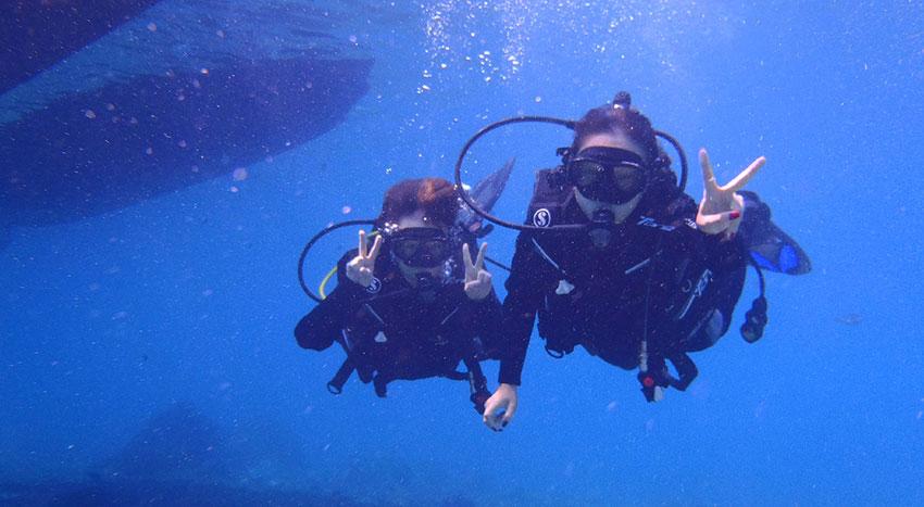 透明度が高く人気のダイビングスポットのレンボンガン島