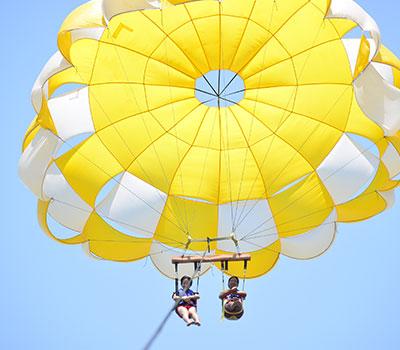 バリ島 厳選マリンスポーツ カップルで大空へ!アドベンチャーパラセーリング 画像