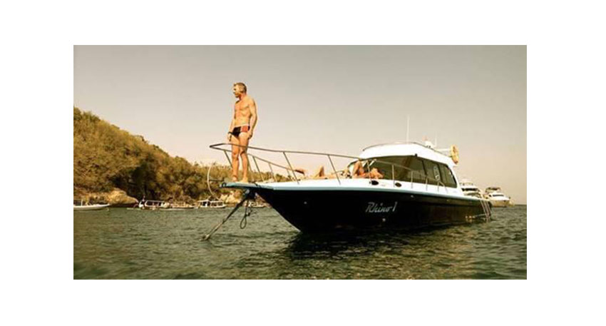 快適で贅沢なプライベートボートチャーター