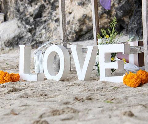 バリ島 サマベ 特別なデコレーションがロマンチックな雰囲気を演出