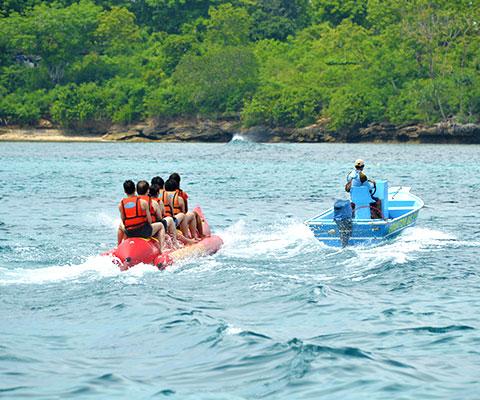 レンボンガン島の海で遊ぶ!