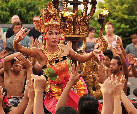 バリ島らしさを感じられる伝統的な舞踊