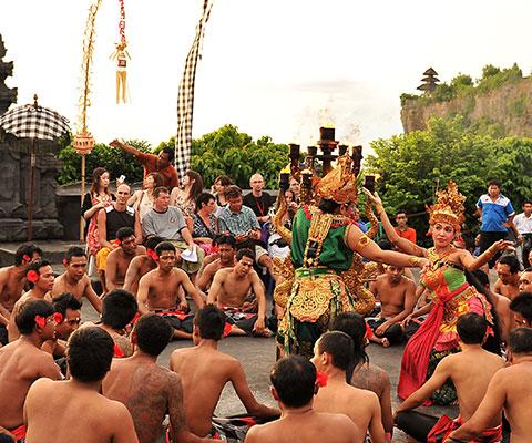 バリ島の伝統舞踊の中でも人気のケチャックダンス