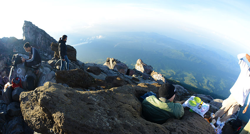 日の出と山と空だけの景色を満喫