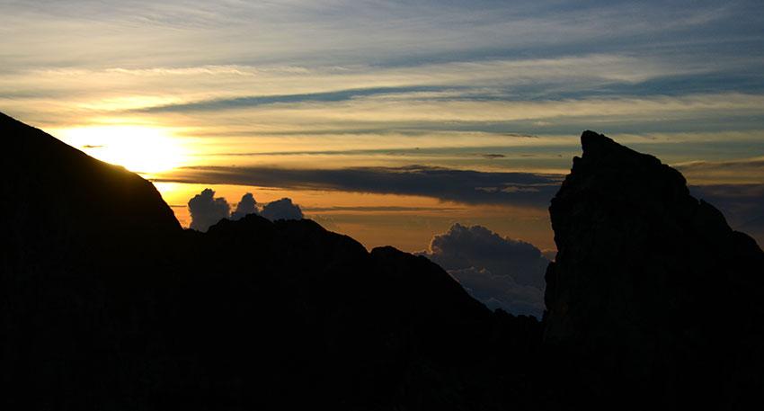 バリ島の聖なる山でご来光を拝む