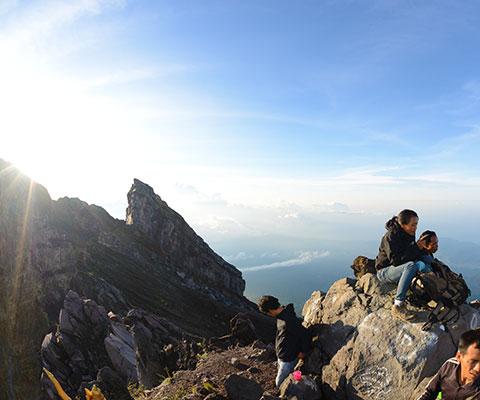バリ島で一番高い3,142mのアグン山