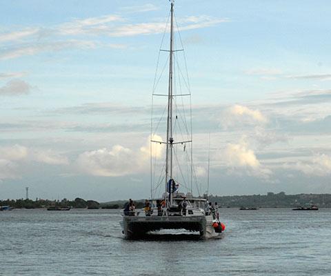 アリストキャットでブノア湾をクルージングします