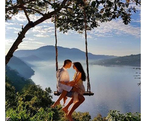 人気避暑地のブドゥグルで絶景ブランコ