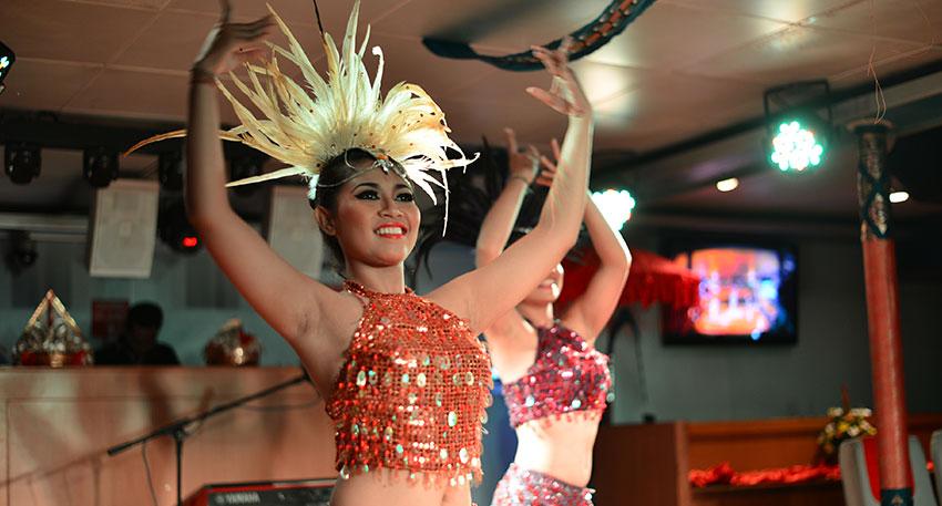 煌びやかなダンスショーが開催されます