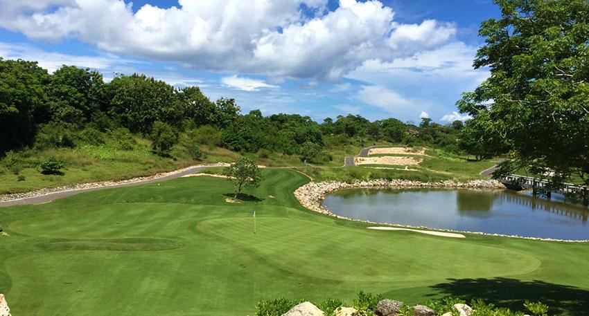 バリ島らしい雰囲気の中でゴルフを楽しめます