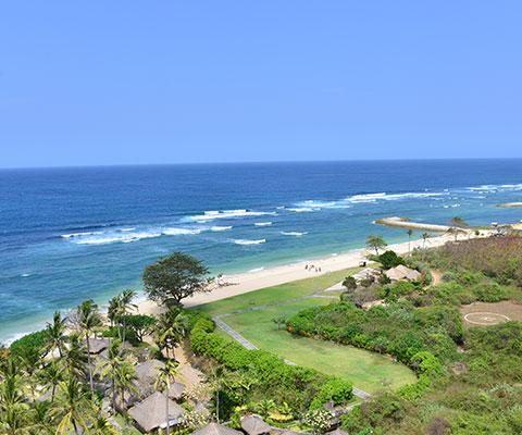 ホワイトサンドが特徴的なヌサドゥアビーチ