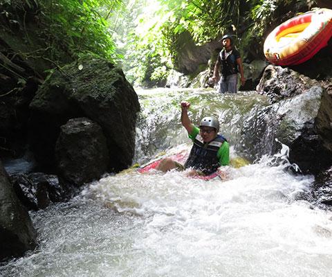 大自然を感じながらのんびり川下り