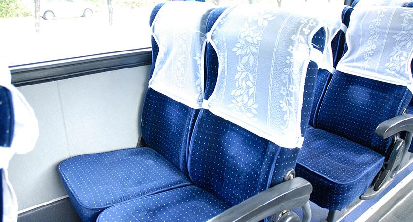 前の席との間隔も十分と取ってあり広々と快適な空間